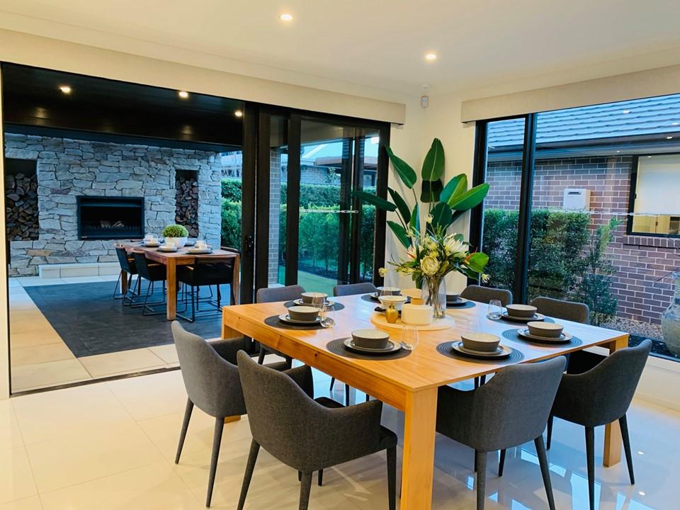 Không gian phòng ăn trong nhà và ngoài trời của biệt thựSydney Úc