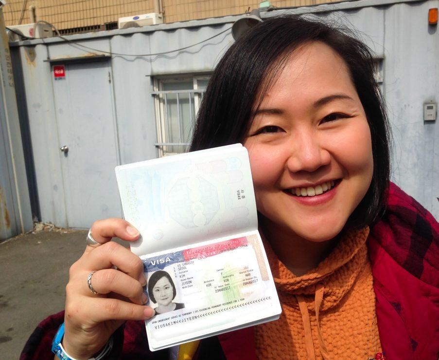 Bạn cần đóng phí xin visa trước khi đi phỏng vấn