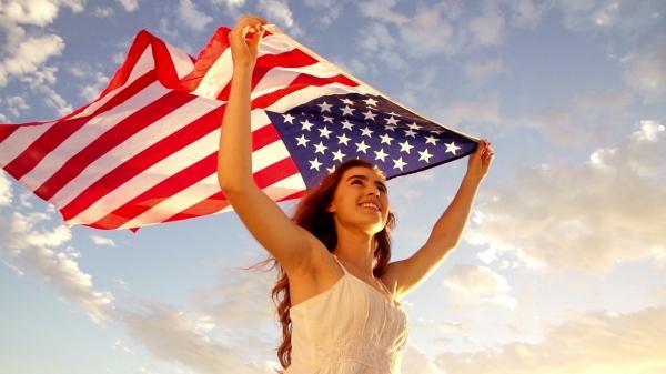Một tấm thẻ xanh Mỹ sẽ mở tất cả các cửa cơ hội!